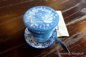 バタフライ・ピー・ラテ(Butterfly Pea Latte)