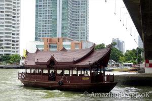 ホテル送迎用ボート