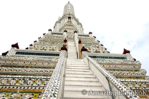 バンコクのオプショナルツアーの紹介 ワット・アルン
