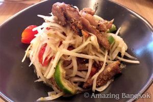イサーン(タイ東北地方)料理 ソムタム・コームーヤーン
