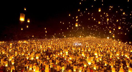 ローイクラトン - タイの灯篭流し