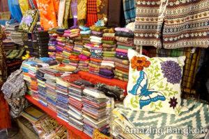 バンコクの市場は雑貨の宝庫 タラートロットファイラチャダー