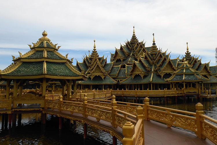 pavilion of the enlightened 悟りの離れ