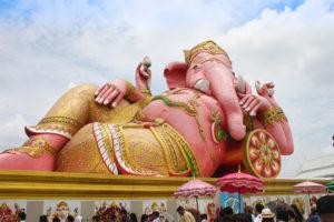 バンコクのオプショナルツアーの紹介 ピンクのガネーシャ