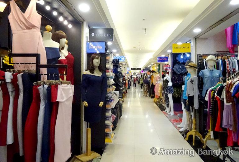 プラチナム・ファッション・モール 2階