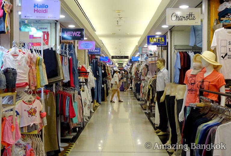プラチナム・ファッション・モール 3階