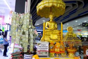 バンコクの中心でパワースポット巡り 暮らしに根づくタンブン