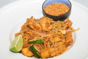 タイで食べたいエビ料理 パッタイ・クン・ソット