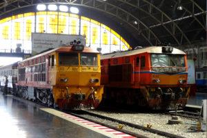 ワットサマン ピンクのガネーシャ ファランポーン駅